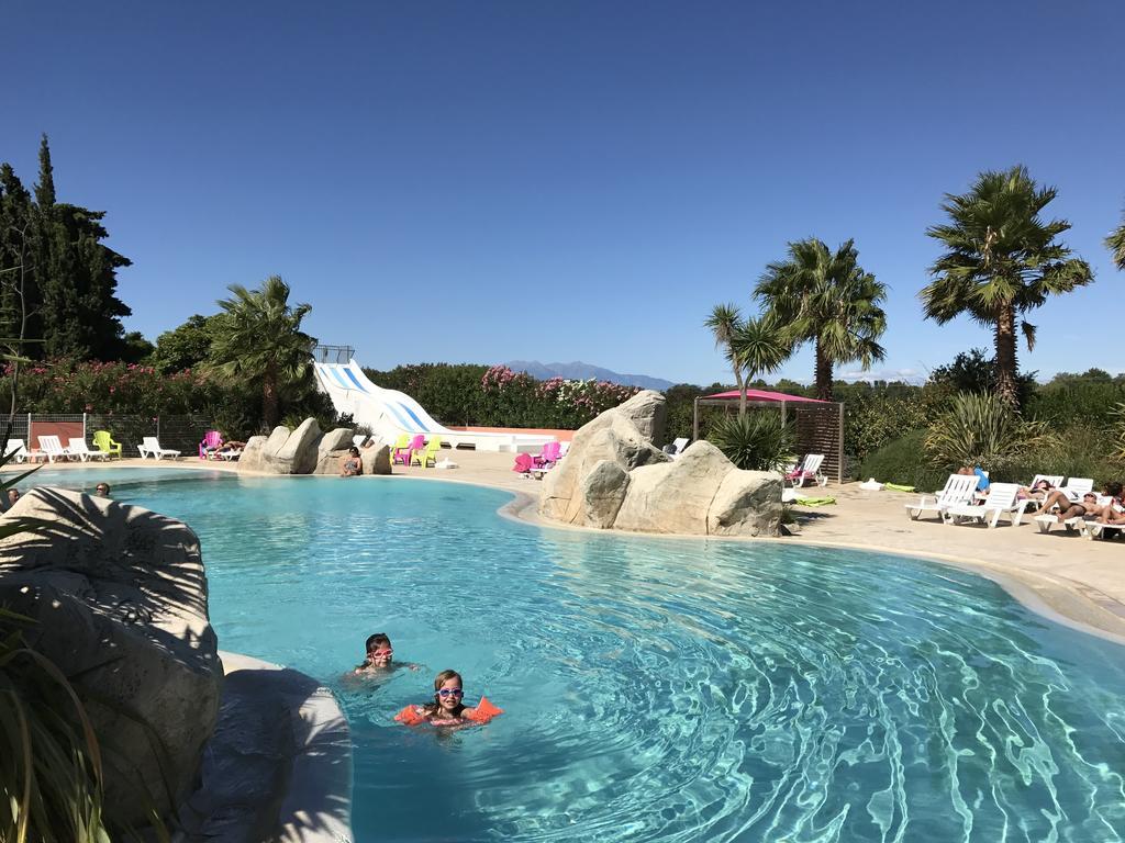 La piscine du camping le méditerranée