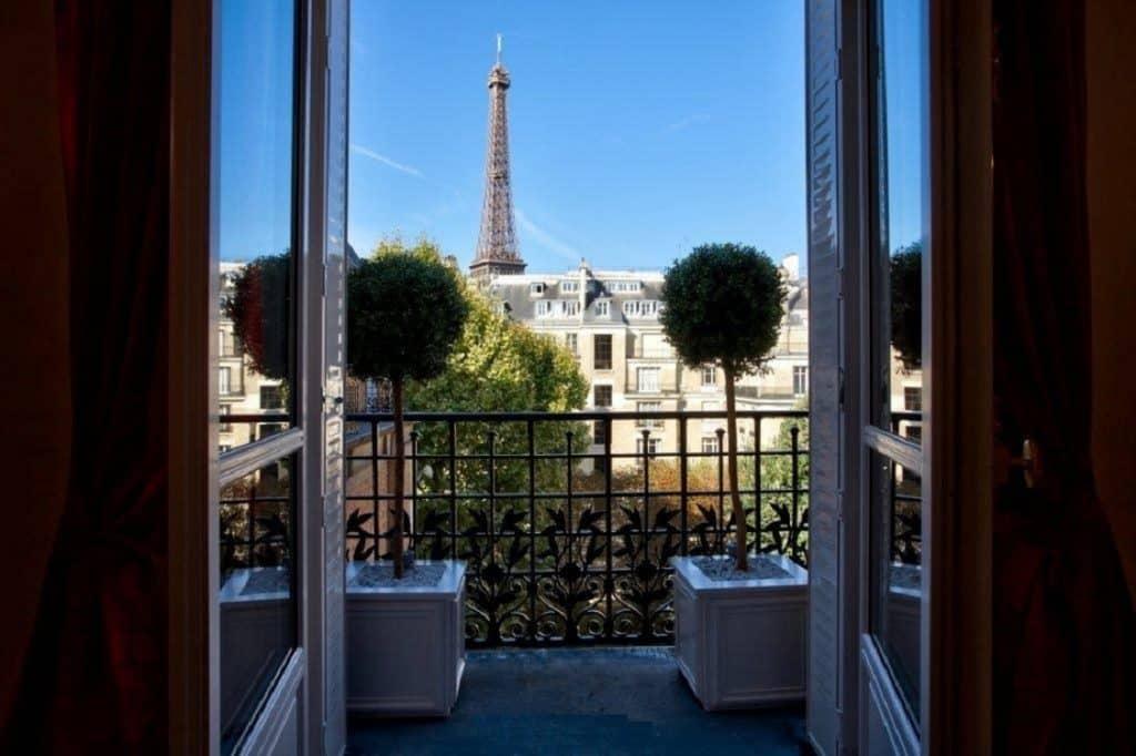 Un appartement avec vue sur la tour eiffel