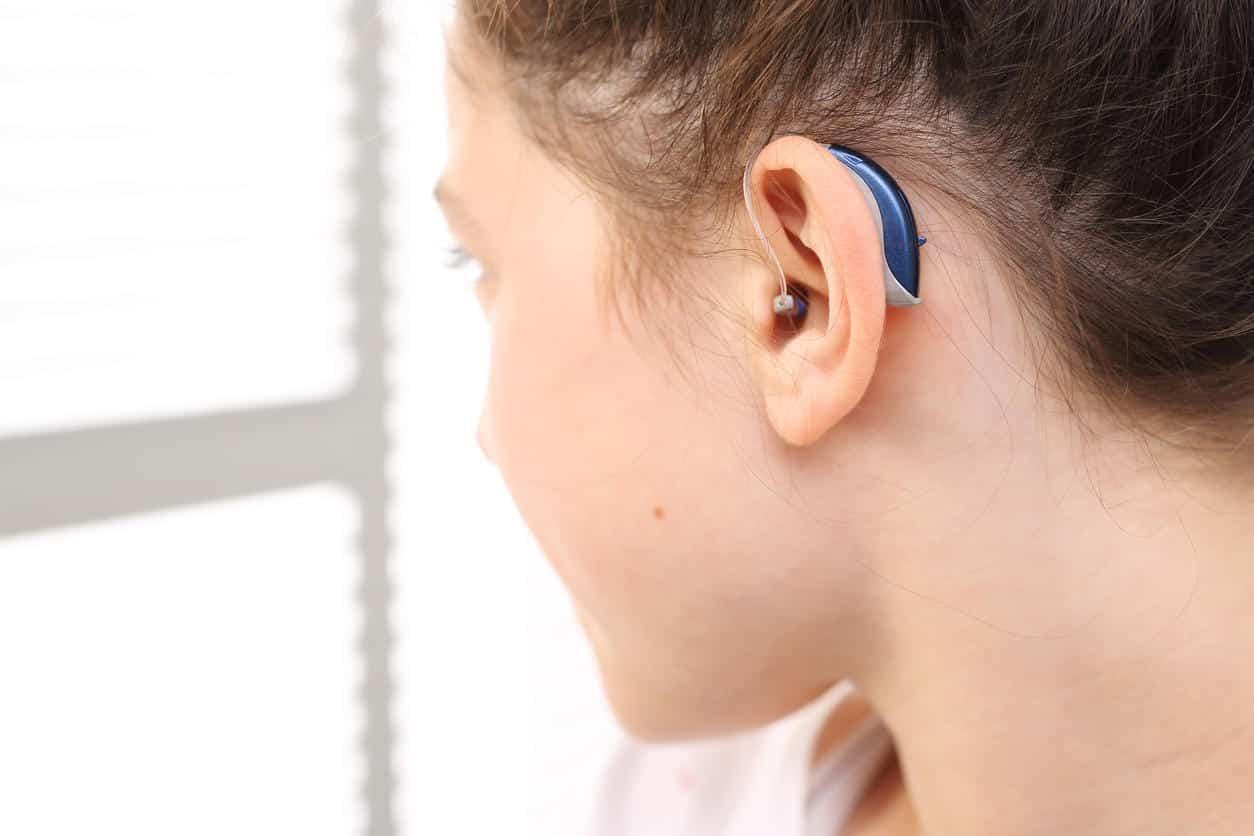Les appareils auditifs de contour d'oreilles