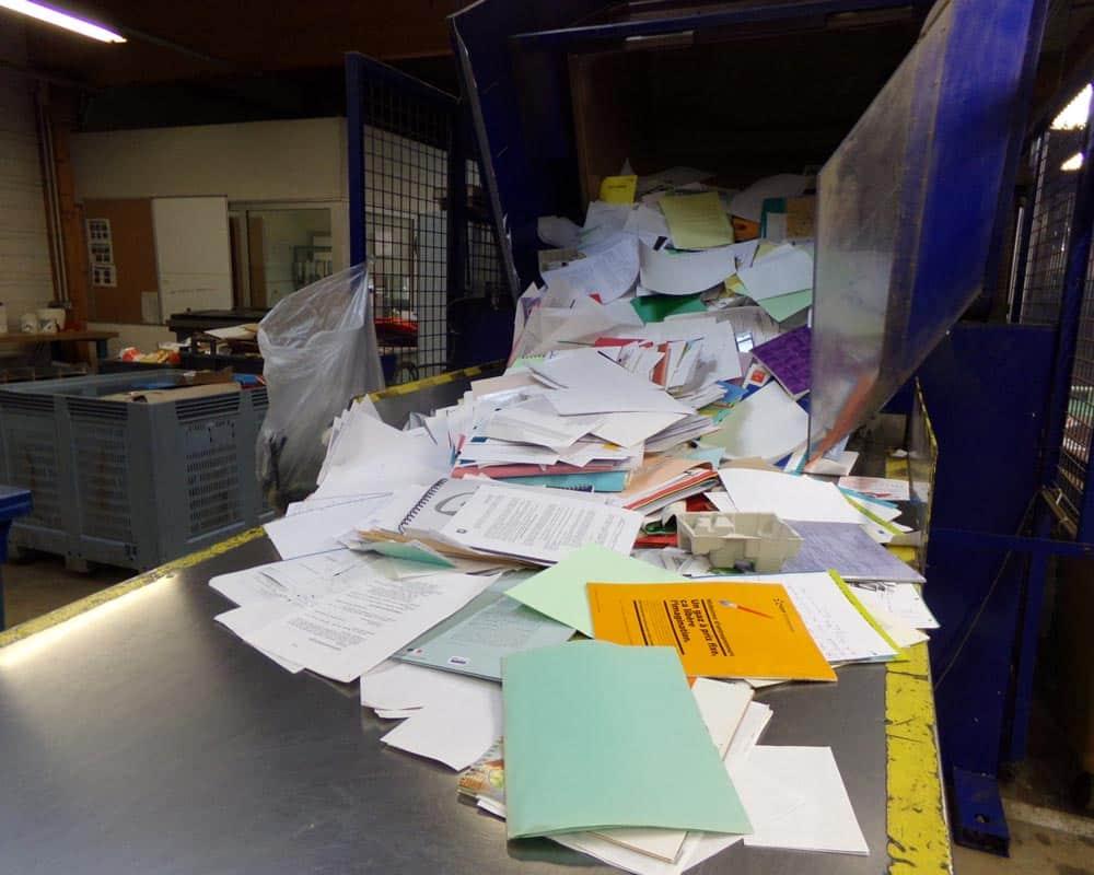 Des déchets en papiers