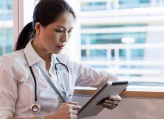 téléconsultation par un médecin sur une tablette