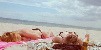 bronzer sur la plage
