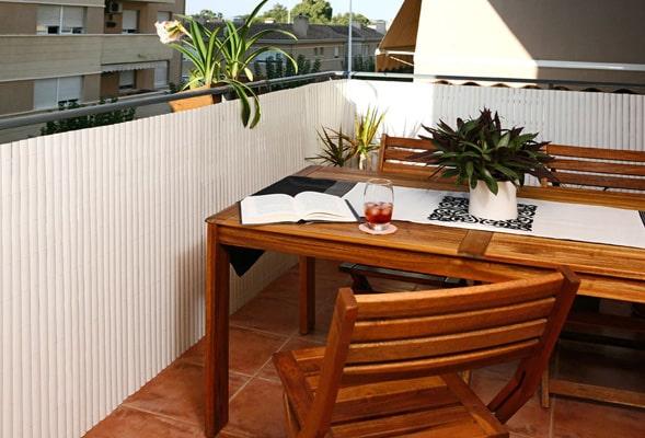 comment prot ger son balcon du vis vis. Black Bedroom Furniture Sets. Home Design Ideas