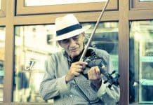 joueur de rue de violon électrique